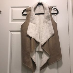 Worn once! Suede Sherpa lined vest size small